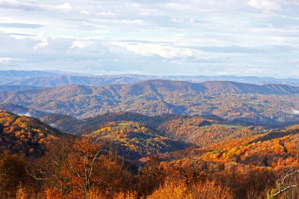 Miles of Scenic Fall Hiking & Biking Options at Beech Mtn